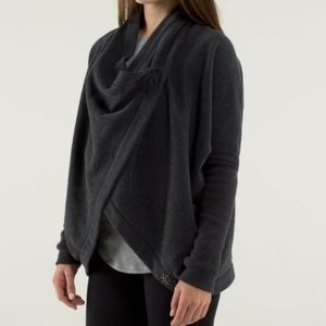 Lululemon it makes two charcoal wrap